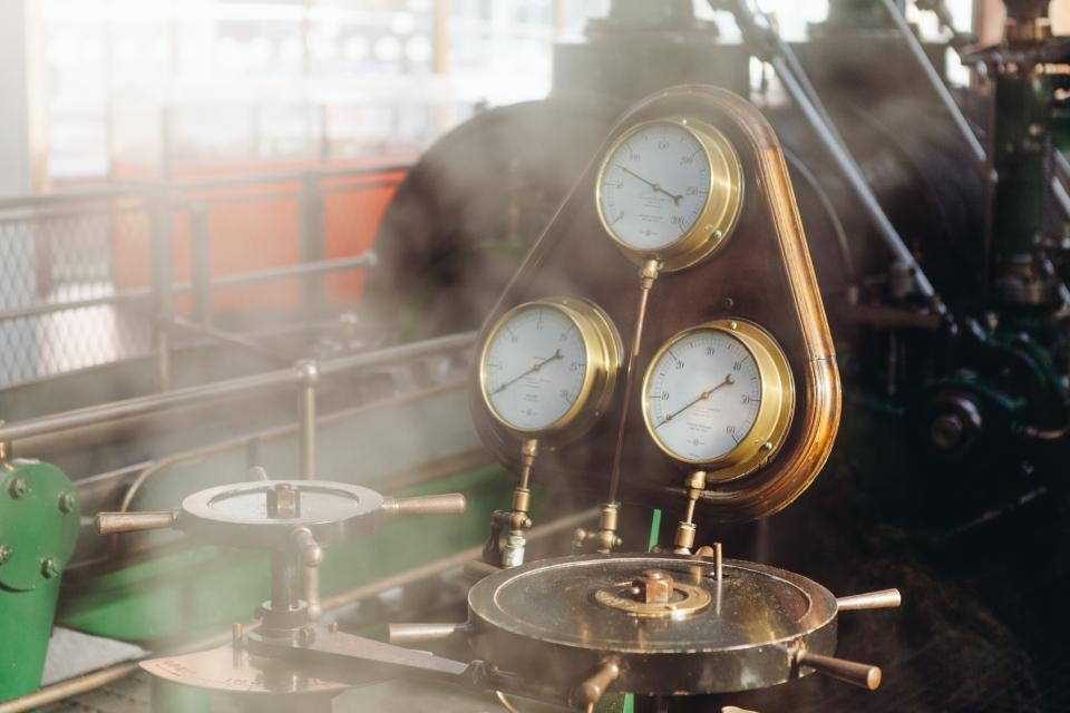 engine guages pressure steam levers