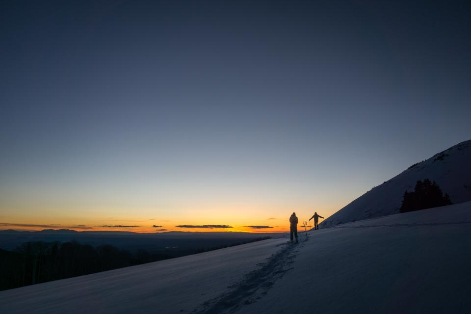 mountain highland cloud sky summit ridge landscape nature valley hill snow winter view travel people silhouette sky sunset