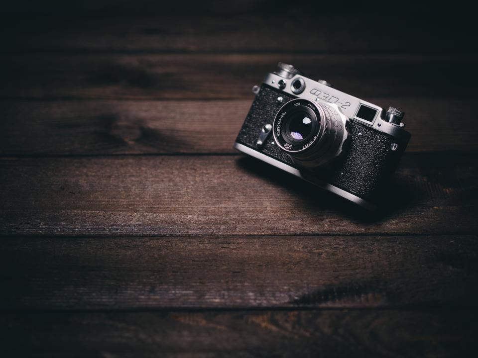 camera photography lens vintage objects wood