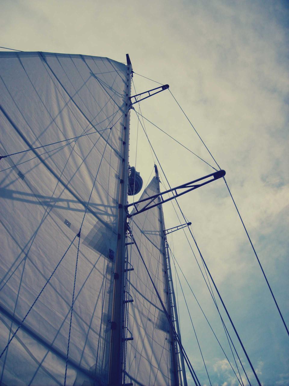 sailboat sals mast boating sky