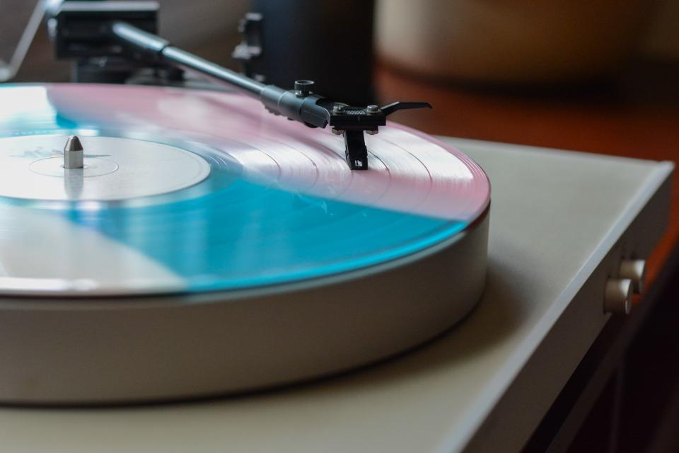 vinyl music sound old technology record vinyl player aesthetic blue pink